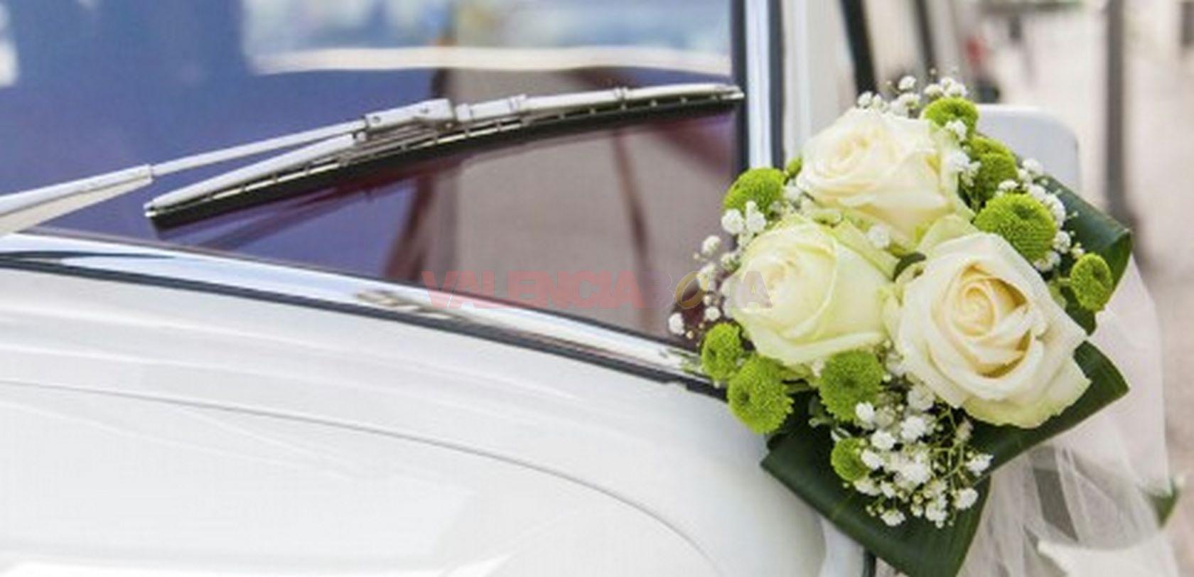 ramo de flores para coche de boda